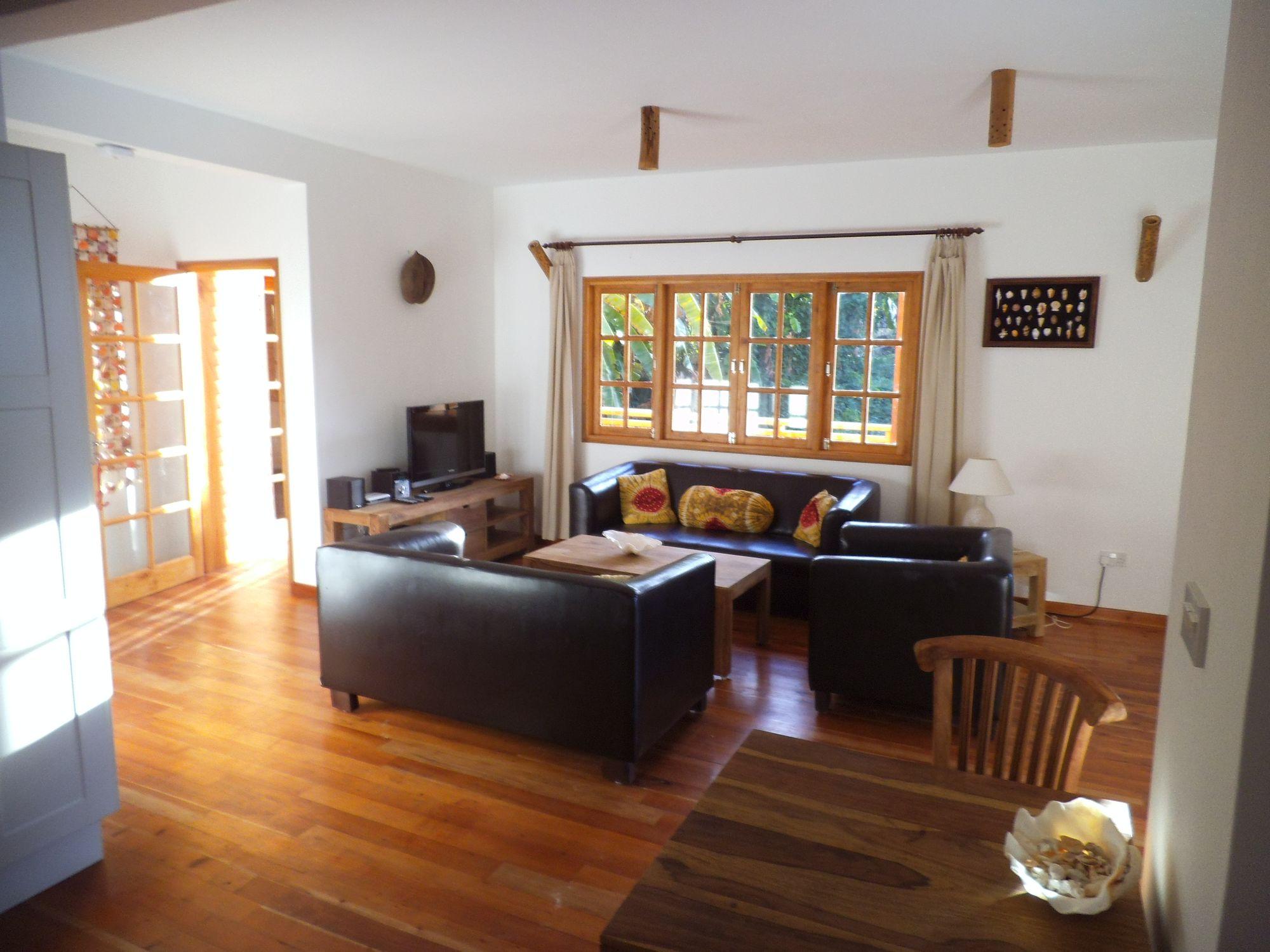 exklusive ferienapartments auf den seychellen eine strandvilla in traumhafter lage an der. Black Bedroom Furniture Sets. Home Design Ideas